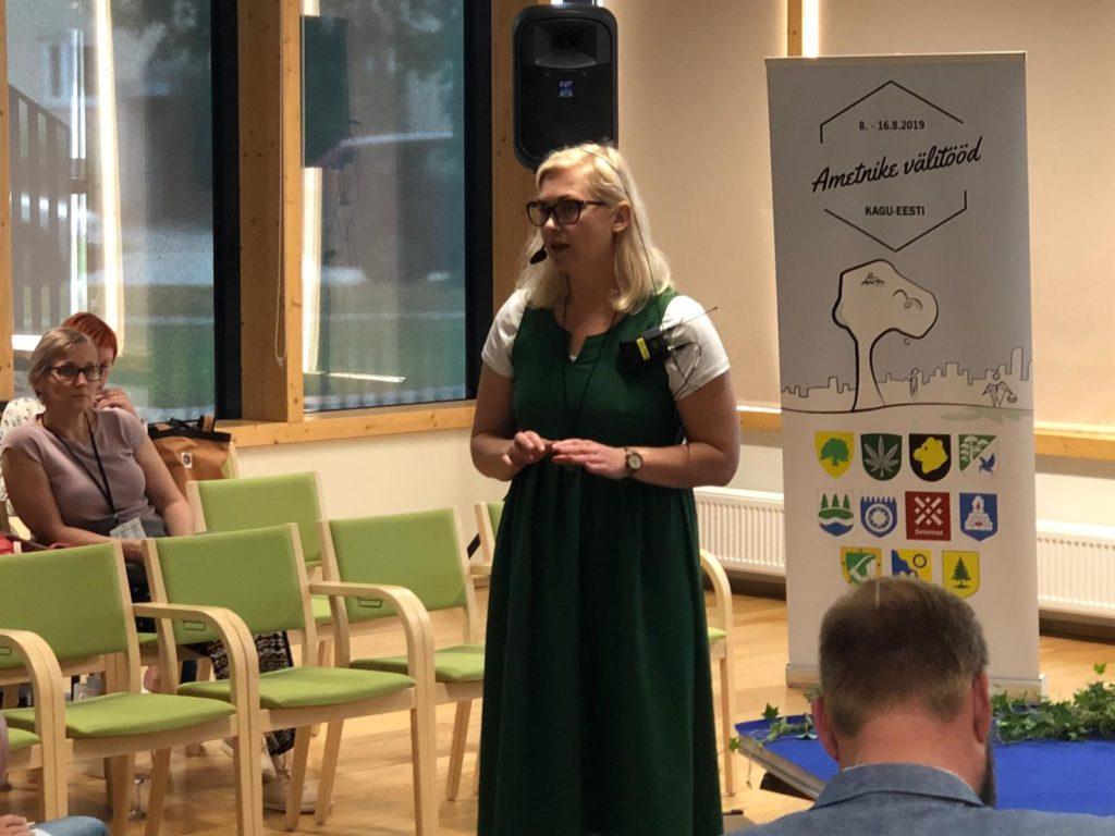 Fotol ametnike välitööde avakonverentsil esinenud kogukonna eestvedaja Britt Vahter.